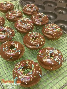 If you& looking for quick kidtastic food then these thermomix chocolate baked donuts are a must for afternoon tea, a surprise in the lunchbox or even to j Donut Recipes, Cooking Recipes, Diabetic Recipes, Bellini Recipe, Thermomix Desserts, Baked Donuts, Doughnuts, Chocolate Donuts, Tray Bakes