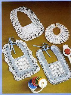 are Crochet Bib Crochet Baby Bibs, Free Crochet Bag, Crochet For Kids, Crochet Yarn, Baby Knitting, Converse En Crochet, Crochet Shoes, Crochet Clothes, Baby Sewing Projects