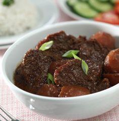Semur daging or daging smoor: indonesian beef stew Meat Recipes, Indian Food Recipes, Asian Recipes, Cooking Recipes, Crockpot Recipes, Ethnic Recipes, Food L, Good Food, Humor