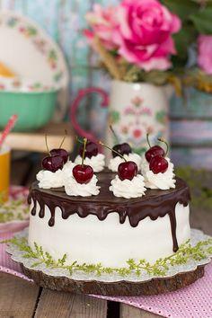 Por fin una tarta sin gluten deliciosa. Tarta de almendra coco y chocolate ideal para todos en casa, y perfecta para cualquier cumpleaños.