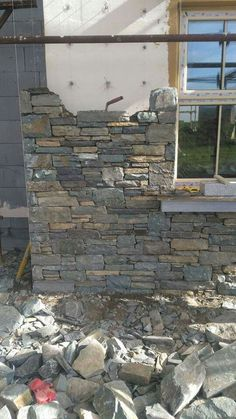 Neat stonework Neat stonework The post Neat stonework appeared first on Baustil. Dry Stone, Brick And Stone, Stone Work, Stone Masonry, Stone Veneer, Building A Stone Wall, Building A House, Stone Wall Design, Stone Houses