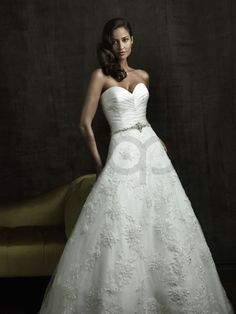 A-line Tulle pleated Bodice Sweetheart Neckline Chapel Length Train Wedding Dresses (8820)