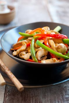 Bell Pepper Chicken - This is an easy Chinese stir-fry chicken recipes with green and red bell peppers in a savory brown sauce.