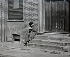Detail – Man lights a pipe in Cremer St, 1946.(City of London, London Metropolitan Archives)