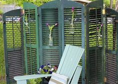 wooden shutters repurposed for outdoor privacy screen Garden Privacy, Privacy Screen Outdoor, Backyard Privacy, Privacy Screens, Balcony Privacy, Old Window Shutters, Wooden Shutters, Cottage Shutters, Bedroom Shutters