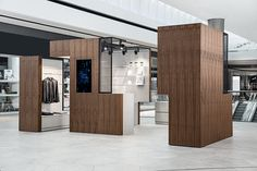 Pop Up Box & Food Corner: convertible retail space that offers a customizable presentation area