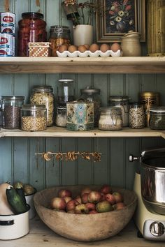 Farmhouse Kitchen Decor Ideas: Great Home Improvement Tips You Should Know! You need to have some knowledge of what to look for and expect from a home improvement job. Kitchen Pantry, Kitchen Items, New Kitchen, Kitchen Dining, Farmhouse Kitchen Decor, Country Kitchen, Kitchen Stories, Sweet Home, Cheap Home Decor