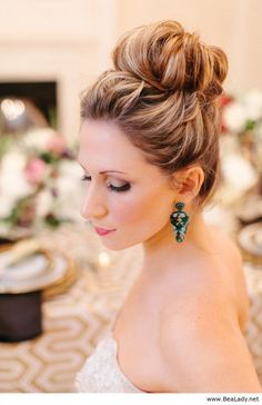 Trendy wedding hairstyles updo with tiara love High Bun Hairstyles, Best Wedding Hairstyles, Cool Hairstyles, Bridal Hairstyles, Bridesmaid Hairstyles, Hairstyle Ideas, Hairstyles 2018, Semi Formal Hairstyles, Birthday Hairstyles
