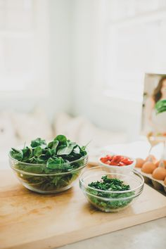Brunch doesn't have to leave you drowsy and lethargic. Find out how to host a beautiful and healthy brunch here by Blueprint Registry.