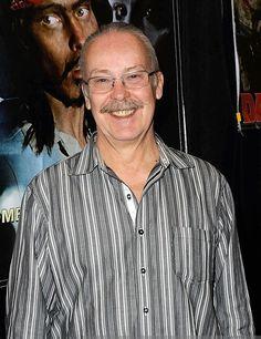 JOHN AMPLAS est un acteur américain né le 23 juin 1949 à Pittsburgh, Pennsylvanie. Il est connu pour sa collaboration sur plusieurs films de George Andrew Romero. Filmographie principale : -1978 Martin de George A. Romero. -1981 Knightriders de George A. Romero.