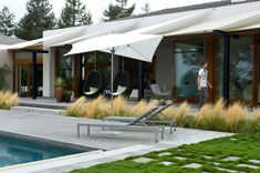 Grounded Modern design fantastic use of block planting creates a very strong design #moderngarden