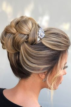 Swept back wedding hairstyles elegant textured high updos ojoaquim via inst Best Wedding Hairstyles, Elegant Hairstyles, Bride Hairstyles, High Bun Hairstyles, Teenage Hairstyles, Updo Hairstyle, Vintage Hairstyles, Hairstyle Ideas, Wedding Hair Down