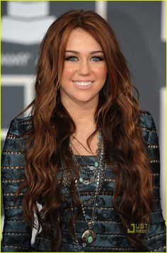miley-cyrus-2010-grammy-awards-red-carpet-06.jpg 806 × 1 222 bildepunkter
