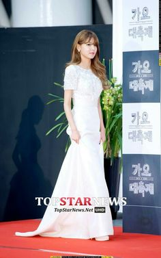 Snsd sooyoung at Red carpet KBS Gayo Chukjae 2014 Snsd Fashion, Korean Fashion, Sooyoung Snsd, Korea Dress, Girl's Generation, Chic Hairstyles, Trendy Dresses, Nice Dresses, Formal Dresses