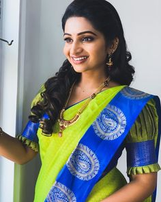 In a green color saree, puff elbow length sleeve blouse design and long chain In a green color saree, puff elbow length sleeve blouse design and long chain - pocket princesses Designer Saree Blouses, Cotton Saree Blouse Designs, Designer Blouse Patterns, Bridal Blouse Designs, Pattern Blouses For Sarees, Simple Blouse Designs, Stylish Blouse Design, Latest Blouse Designs, Simple Designs