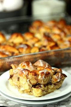 This quick and easy Cinnamon Roll French Toast Casserole Recipe is going to impress! This cinnamon roll breakfast casserole is simple yet tastes amazing! Cinnamon Roll French Toast, French Toast Bake, French Toast Casserole, Breakfast Casserole, Cinnamon Rolls, Breakfast Recipes, Breakfast Dishes, Breakfast Ideas, Gourmet Recipes