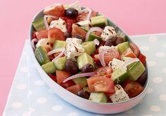 Quick and easy Greek salad recipe - Easy Countdown Recipes Easy Greek Salad Recipe, Greek Salad Recipes, Salad Recipes Video, 21 Day Fix, Quinoa, New Zealand Food, Cooking Recipes, Healthy Recipes, Healthy Food