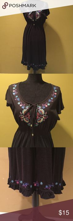 Cotton dress EUC. 100% cotton empire waist dress Beautiful embroidered flowers a long neck line and hen. Scoop neck with ties. rxb Dresses Midi