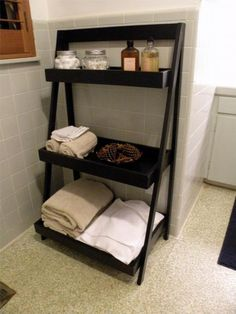 DIY Furniture : DIY Ladder Shelf-for the bathroom Pallet Furniture, Furniture Plans, Furniture Storage, Easy Diy Projects, Home Projects, Ladder Shelf Diy, Ladder Bookshelf, Ladder Decor, Do It Yourself Home