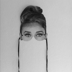 Need an unbeatable Halloween costume? This Audrey Hepburn mask may give you some ideas. George Peppard, Audrey Hepburn, Inspire Me Home Decor, Easy Halloween Costumes, Costume Ideas, Halloween 1, Elizabeth Taylor, Look Fashion, Cleopatra