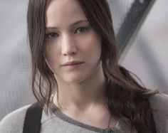 Jennifer Lawrence as Katniss Everdeen: New Mockingjay Part 2 Stills! I can't get over how young she looks, it's perfect. The Hunger Games, Hunger Games Movies, Hunger Games Mockingjay, Katniss And Peeta, Mockingjay Part 2, Hunger Games Catching Fire, Hunger Games Trilogy, Katniss Everdeen Hair, Jennifer Lawrence
