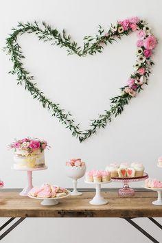 Awesome 40+ Fun Bachelor Party Decor Ideas https://weddmagz.com/40-fun-bachelor-party-decor-ideas/