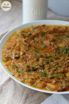 Délicieuse recette de caviar d'aubergines à la marocaine ou Zaalouk d'aubergines. A servir sur des naans encore tièdes!