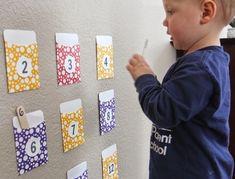 Ideas 1001 + ideas of Montessori activities for your child to prosper - Preschool Activities Preschool Journals, Preschool Activities At Home, Toddler Preschool, Toddler Activities, Pocket Game, Games For Toddlers, Montessori Activities, Maria Montessori, Home Learning