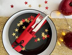 Pliage tuto serviette Sapin de Noël. Vos tables vont aimer ! - Vaisselle Jetable Discount Organisation Hacks, Napkin Folding, A Table, Napkins, Table Settings, Christmas, Diy, Inspiration, Green Hand Towels