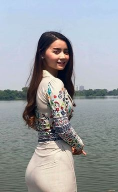 How to Get a Smaller Waist Fast – 10 Simple tips Myanmar Women, Actrices Sexy, Curvy Girl Outfits, Cute Summer Dresses, Cute Asian Girls, Beautiful Asian Women, Asian Woman, Girl Fashion, Dress Fashion