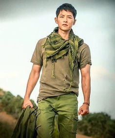 DotS ep 15. Crazy drama! Crazy!  But I love this kind of crazy.  I'm crying too much that my head hurts.  [Pic: 김송덕 (SJKDC)] <Song Joong Ki doesn't have any social media. Be careful of fake accounts.> #descendantsofthesun #태양의후예 #YooSiJin #유시진 #SongJoongKi #송중기 #宋仲基 #ソンジュンギ