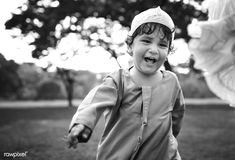 Muslim boy in the park   free image by rawpixel.com / Chanikarn Thongsupa Free To Use Images, Free Photos, Muslim Ramadan, Muslim Family, Muslim Men, Kids Running, Childhood, Black And White, Blanco Y Negro