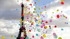 Luftballons vor dem Eiffelturm in Paris