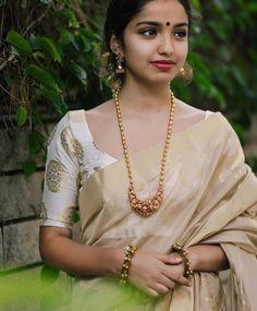 How to Buy Designer Indian Sarees Saree Jewellery, Temple Jewellery, Jewellery Box, Kerala Saree, Indian Sarees, Onam Saree, Silk Sarees, Gold Mangalsutra, Gold Jewelry Simple