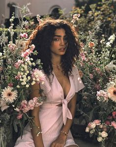 Tass in the garden of the Sun Kingdom – girl photoshoot poses Inspiration Photoshoot, Model Photoshoot Ideas, Pretty People, Beautiful People, Beautiful Models, Portrait Photography, Fashion Photography, Spring Photography, Photography Flowers