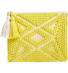 A dimensional diamond star pattern details the front of this duotone woven clutch with a contrast woven backing and casual versatility that makes it perfect for lunch on a sunny day.