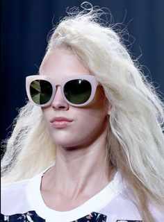 Crazy Sunglasses Spotted At New York Fashion Week: Would You Wear 'Em? Fashion Week, Teen Fashion, Runway Fashion, Fashion Show, Crazy Sunglasses, Ray Ban Sunglasses, Casual Outfits, Cute Outfits, Winter Outfits
