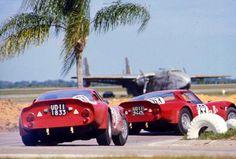 Los Alfa Romeo Giulia TZ2 #61 y #63 en las 12 horas de Sebring (1966)