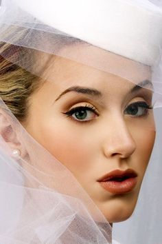 VIntage Wedding Makeup - I like this one best, but I don't know if I can pull it off, or if it will match what I'm going for....