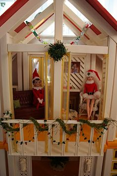 """Decorate the doll house for Christmas - When Bella gets a little bit old, this is on our """"must do"""" list!"""