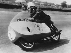 OnThisDay in 1956 at Monza, Geoff Duke on Gilera won the Nations GP from Libero Liberati and Pierre Monneret. Old School Motorcycles, Racing Motorcycles, Vintage Motorcycles, Bike Icon, Motorcycle Racers, Bike Rider, Old Bikes, Super Bikes, Road Racing