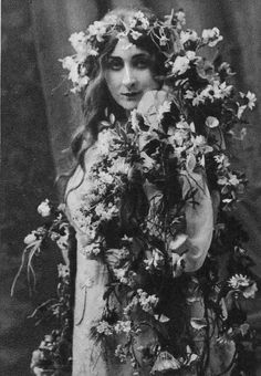 """Mary Garden (Page Nine) - Ophelia in """"Hamlet"""" by Ambroise Thomas"""