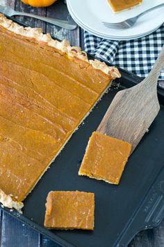 Pumpkin Slab Pie for a Crowd: Learn how to make a pumpkin slab pie that feeds 24 people. #pumpkin #pumpkinrecipes #pumpkinrecipes #pumpkinpierecipes #desserts #dessertrecipes Pumpkin Pie Recipes, Tart Recipes, Healthy Dessert Recipes, Fun Desserts, Delicious Desserts, Yummy Food, Dessert Food, Crowd Recipes, Pumkin Pie
