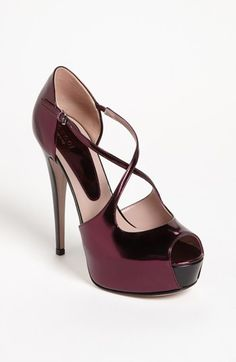 Gucci 'Lili' Pump ~ Gorgeous! Not sure about the color, but the style is stunning :3
