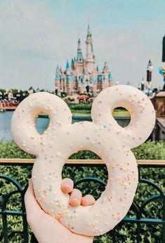 Mickey Donut - Mickey Donut Imágenes efectivas que le proporcionamos sobre healthy meal prep Una imagen de alta ca - Walt Disney, Disney Cute, Disney Tips, Disney Dream, Disney Magic, Disney Desserts, Disney Snacks, Comida Disney World, Disney World Essen