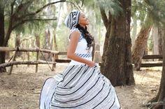 A Stunning Xhosa Wedding African Fashion Skirts, South African Fashion, African Fashion Designers, African Dress, Zulu Wedding, Wedding Blog, Xhosa Attire, African Traditional Wedding Dress, Shweshwe Dresses