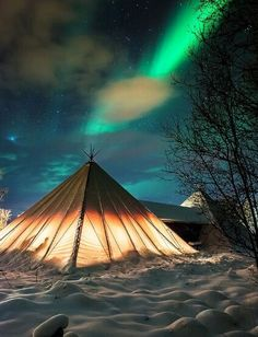 Camping under Northern lights, Norway ~~ This looks like a pretty awesome adventure. Who's in??? #PinUpLive