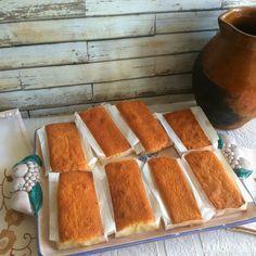 Sobaos Pasiegos de Cantabria Dessert Cake Recipes, Sweet Desserts, Cookie Recipes, Snack Recipes, Snacks, Cake Frosting Recipe, Frosting Recipes, Spanish Desserts, Spanish Food