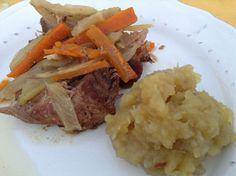 Cachaço de porco assado com funcho e cenoura; e para acompanhar, puré de batata doce assada. 5***** à beira da piscina! neste início de noite fantástico! com um branco fresquinho a acompanhar. Fresco, Pot Roast, Beef, Ethnic Recipes, Food, Baked Pork, Carrot, Sweet Potato Mash, Fennel