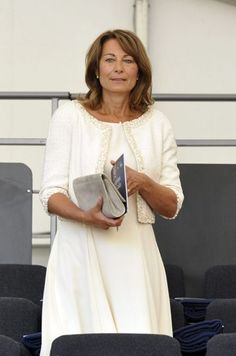 Carole Middleton the modern mum. Carole Middleton, Kate Middleton Family, Kate Middleton Stil, Estilo Kate Middleton, Pippa And James, Kate And Pippa, Herzogin Von Cambridge, Isabel Ii, Duchess Of Cambridge